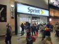 В Нью-Йорке толпы протестующих грабят магазины