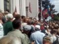 Столкновения у Рады: к митингующим выходили депутаты