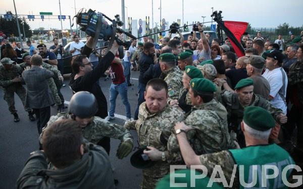Действия сторонников Саакашвили расценивают как нанесение телесных повреждений военнослужащим при исполнении