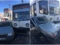 В Днепре трамвай протаранил авто