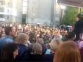 Поздравила Гитлера: во Львове прошел митинг в поддержку уволенной учительницы
