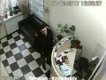 В Киеве мужчина украл из салона красоты ноутбук и телефон