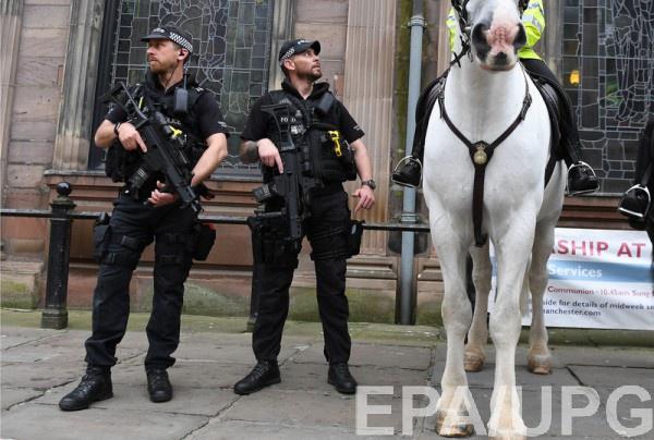 В отношении всех троих был выписан ордер на арест