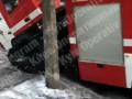 Не доехала: В Киеве пожарная машина провалилась под асфальт