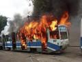 На улице в Днепре полностью сгорел трамвай