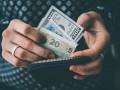 Украинцы начали испытывать трудности с покупкой валюты на 150 тысяч гривен