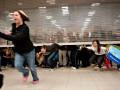 Толпа покупателей сломала эскалатор из-за сэконд-хенда (ВИДЕО)
