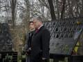 Порошенко с женой установили лампадки на месте гибели Героев Небесной Сотни