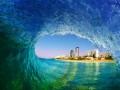 По волнам: фотограф показал величие океана в серии красочных снимков
