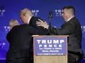 Трампа спешно увели со сцены во время выступления в Неваде