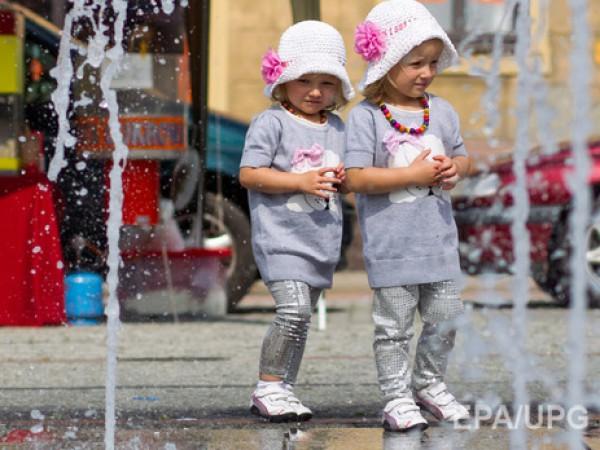 США заявляют о рождении аномального числа близнецов