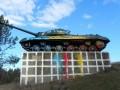 В Молдове неизвестные вылили 8 кг краски на советский танк