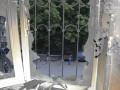 Траур в Мариуполе: к сгоревшему зданию горуправления милиции несут цветы