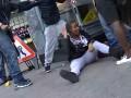 Сеть взорвало видео драки парней с девушками на оживленной улице в Лондоне