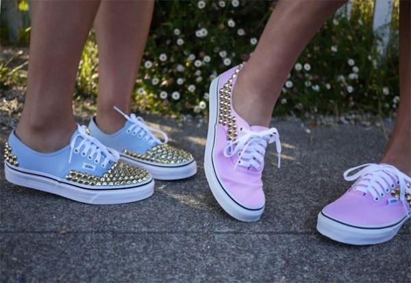 В РФ хотят запретить обувь с плоской подошвой и на каблуках