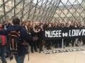 Протестующие перекрыли доступ в Лувр