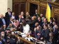 Депутаты заблокировали трибуну из-за законов по Донбассу