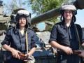 С Днем танкистов военных поздравили Порошенко и командующий ООС Наев