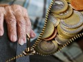 Пенсионеры старше 80 лет получат надбавку к пенсии