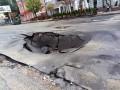 В центре Киева после потопа провалился асфальт