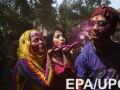 Буйство красок: в Индии стратовал праздник Холи