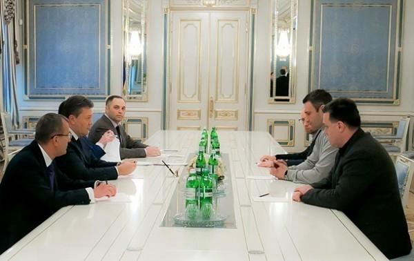 Это уже третья попытка договориться Януковича и оппозиции