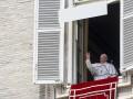 Папа Римский в Ватикане застрял в лифте на 25 минут