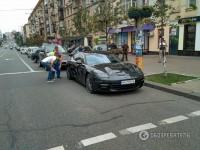 В Киеве у мужчины возле банка украли полмиллиона гривен