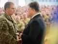 Порошенко наградил военных, которые отличились в боях за аэропорт