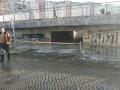 В Киеве из-за лопнувшей трубы ушел под воду подземный переход