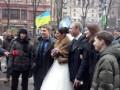 Свадьба на баррикадах: На Евромайдане вместо субботника отпраздновали бракосочетание