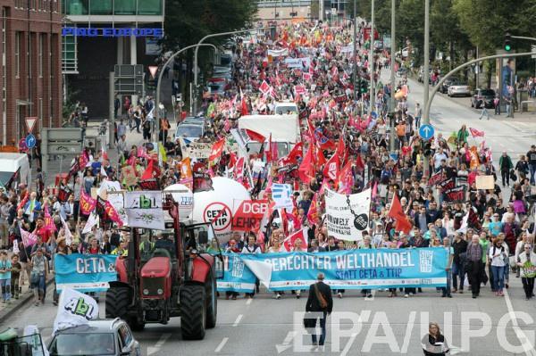ЕС: ВАвстрии проходят массовые демонстрации против контракта освободной торговле США