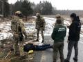 Под Житомиром двое мужчин торговали оружием из воинской части