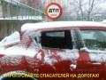 На парковке в Киеве разбили стекла нескольких автомобилей