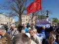 Антинатовские лозунги и красные флаги: в Харькове во время первомайского митинга произошел конфликт