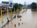 До 25 человек выросло количество жертв наводнений в Индонезии