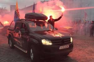 Участники акции Саакашвили приехали к дому Порошенко