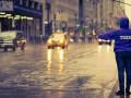 Мокрое дело: Из-за дождей таксисты взвинтили цены