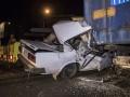В Киеве ВАЗ влетел в фуру, водитель чудом выжил