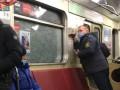 В Киеве четыре вагона метро пострадали от рук хулиганов