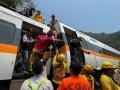 На Тайване в крушении поезда погибли десятки людей