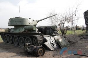 """ЛНР показала """"обстрелянные"""" танки и грузовики к параду 9 мая"""