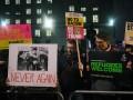 Британцы протестуют против