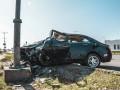 В Киеве Geely врезался в столб: водитель в тяжелом состоянии