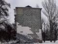 В Запорожье шквальный ветр обрушил облицовку стены многоэтажки