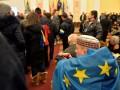 Митингующие выгнали из киевской мэрии двух видных регионалов