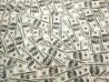 Наличный доллар начал неделю ростом