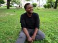 В центре Киева на газоне живет ограбленный иностранный преподаватель