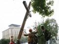 Активистка FEMEN, спилившая крест в Киеве, покинула Украину