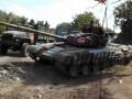 Танк боевиков ведет беспорядочную стрельбу по Золотому - Тука